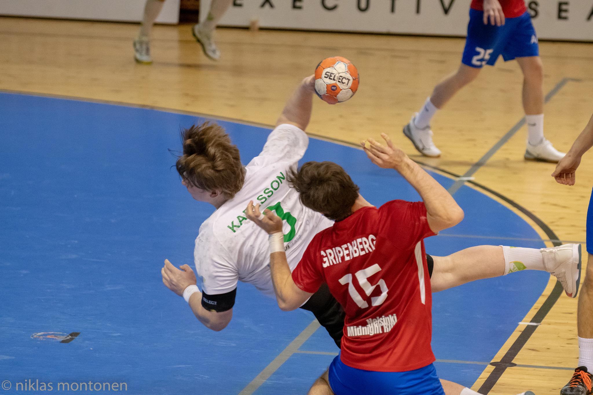 Anton Karlsson maalinteossa Dickeniä vastaan. Kuva: Niklas Montonen